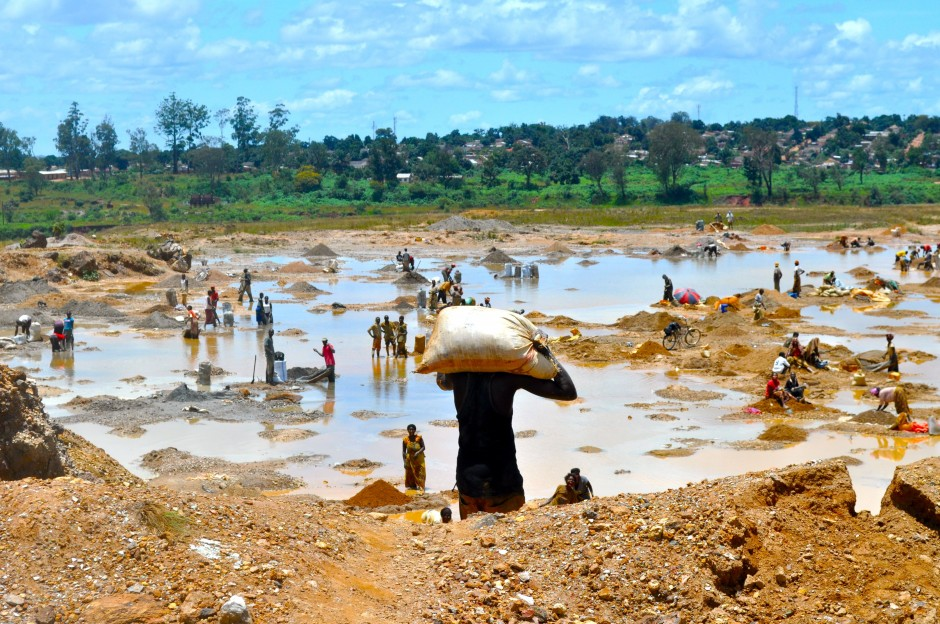 Washing copper ore: The Fairphone FP1U is built with conflict-free minerals