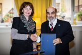 Anneli Rogeman, CEO of We Effect, and FAO's Jose Graziano da Silva signing an agreement in Stockholm, Sweden, to strengthen small-scale forest and farm producers